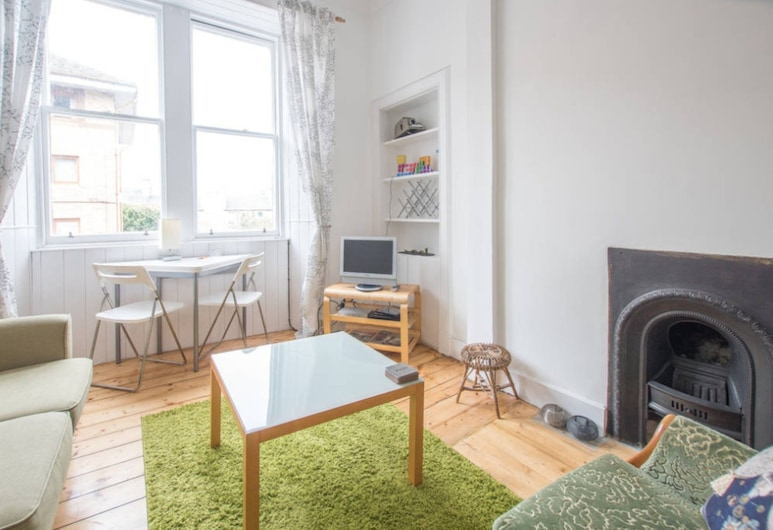 2 Bedroom Flat Near City Centre, Edinburgh, Apartment, 2 Bedrooms, Living Area