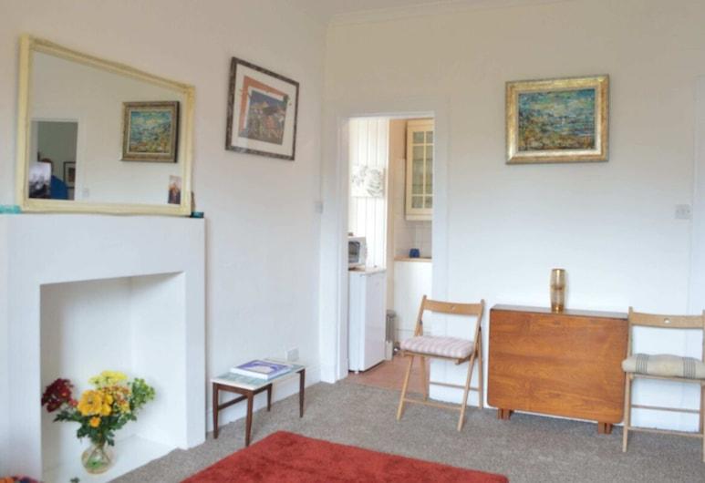 1 Bedroom Apartment In City Centre, Edinburgh