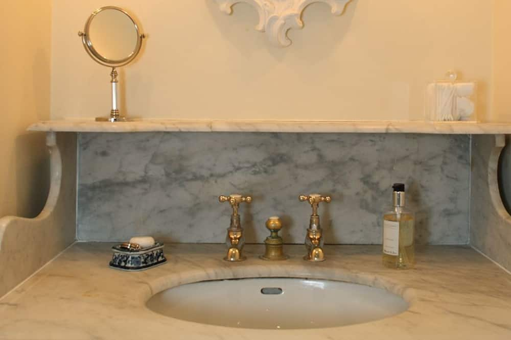 Cottage - Bathroom Sink