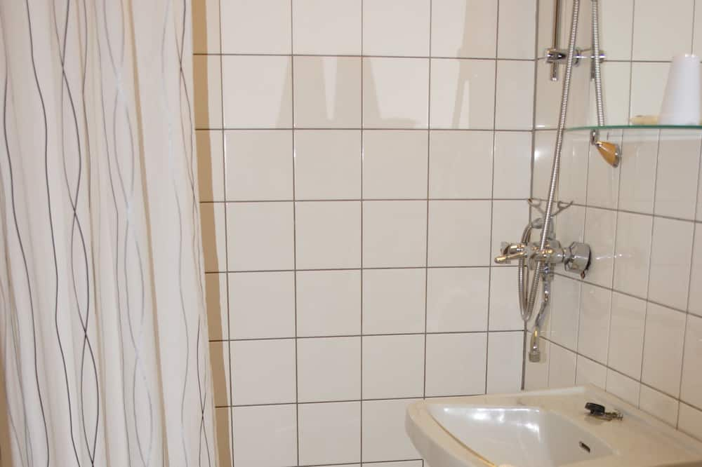 Habitación triple, Varias camas - Baño