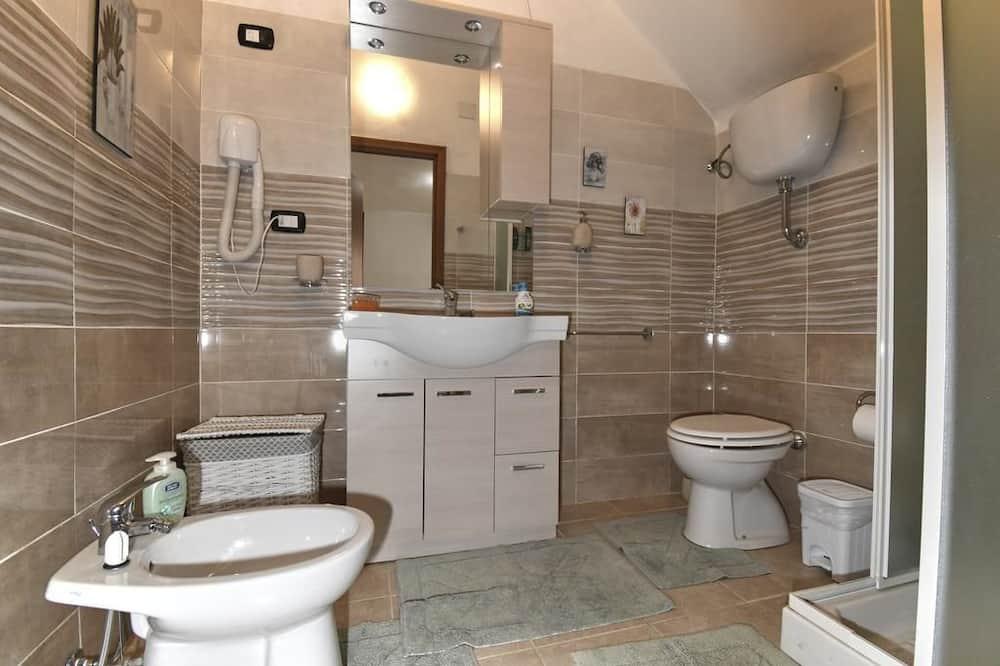 Στούντιο, Ισόγειο - Μπάνιο
