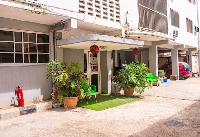 Ikeja Budget Hotel, Lagos, Vchod do hotela