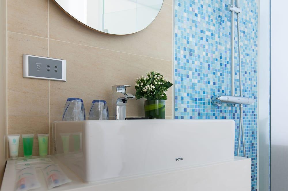 頂級雙人或雙床房, 2 張單人床, 城市景 (須有女仕登記入住) - 浴室