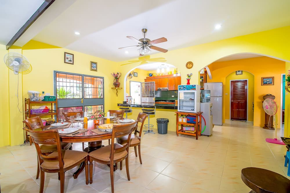 3-Bedroom House with Private Pool - In-Room Dining