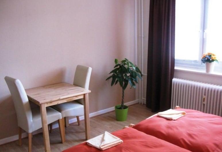 Monteurzimmer Barbaroussis, Hamborg, Dobbeltværelse med dobbeltseng eller 2 enkeltsenge - 2 enkeltsenge - fælles badeværelse, Værelse
