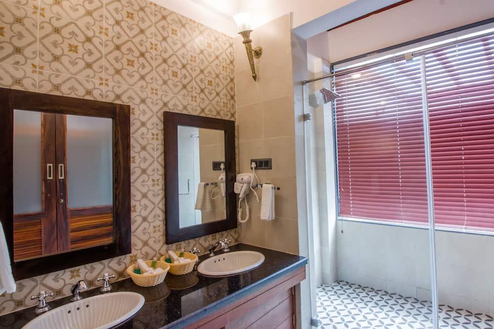 The Beach Mansion - Bathroom