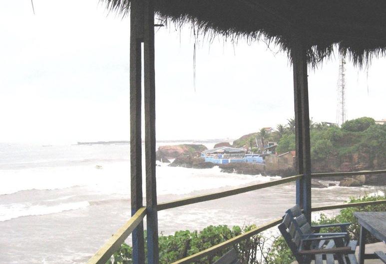 Rising Phoenix Magic Beach Resort, Akra