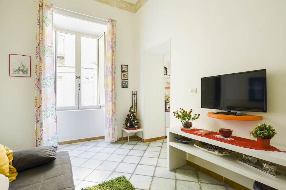 Deluxe Apartment, City View - Living Area