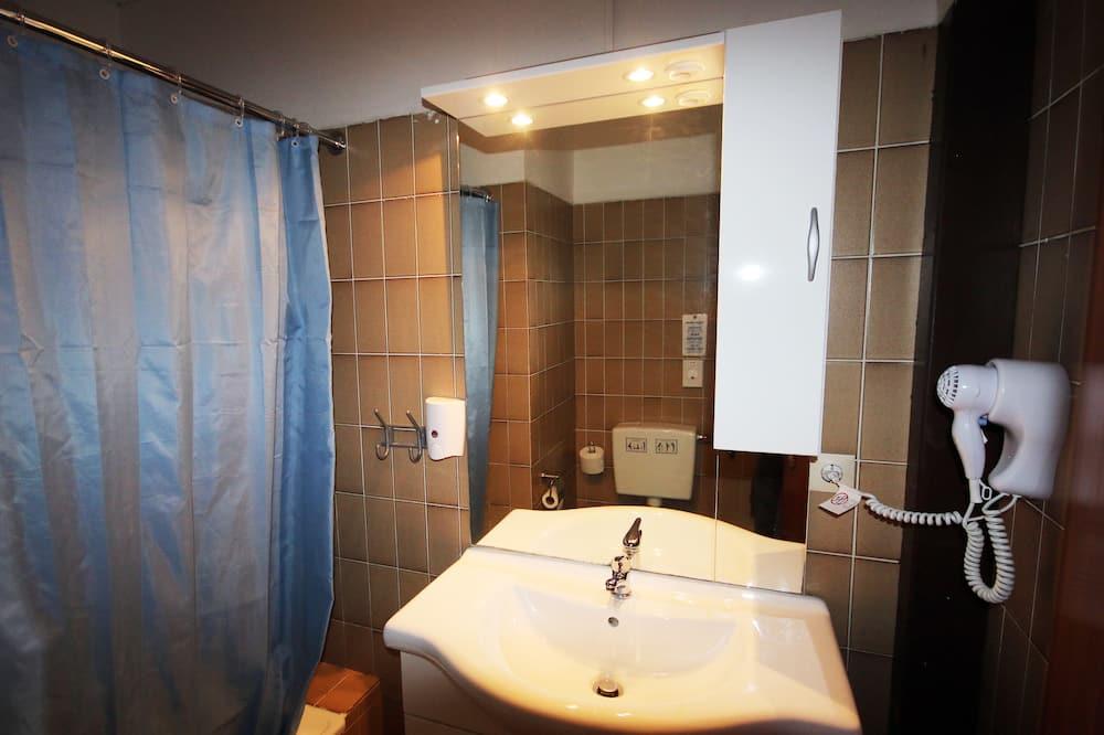1 Bett im Gemischten Schlafsaal mit 6 Betten - Badezimmer