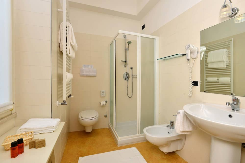 Kamar Double Klasik, balkon, pemandangan danau - Kamar mandi