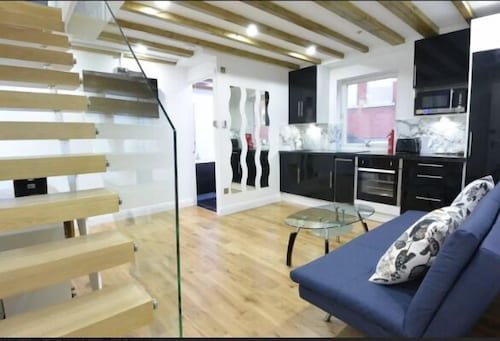 Leicester Square   Brand New 3 Bedroom Flat, London