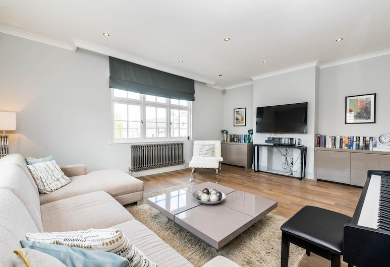 Spectacularly Stylish 2 Bed Flat Heart of Fulham, London, Apartment (2 Bedrooms), Living Area