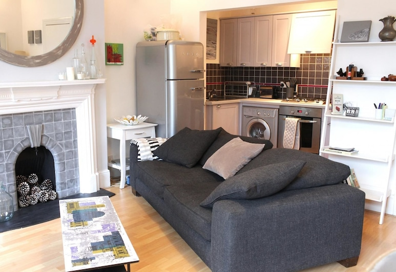 Trendy 2BD Flat in West Hampstead, London, Apartment (2 Bedrooms), Living Area