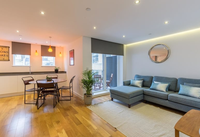 Super Central 2 Bedroom Flat With Balcony Zone 1!, London