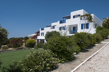 Enter your dates for special Paros last minute prices