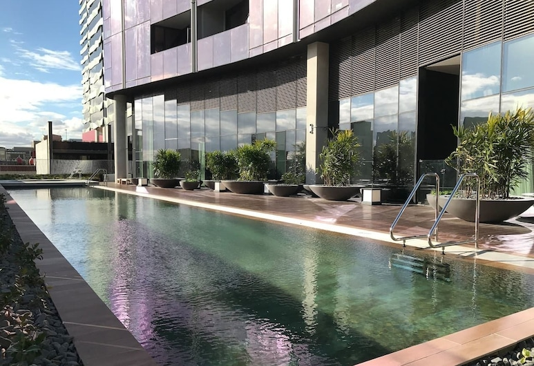 Central but quiet Free Wi-Fi and Netflix, Melbourne, Outdoor Pool
