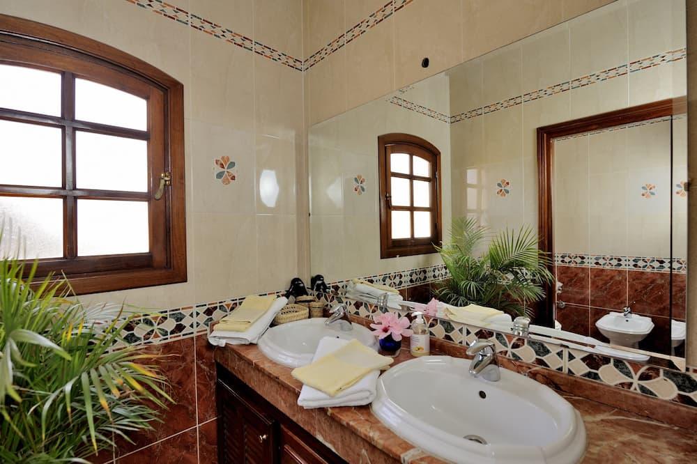 Standard Double Room (Jaune) - Bathroom