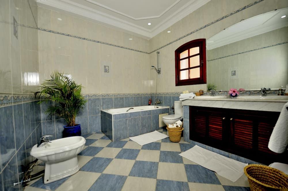 Suite, 2 Bedrooms, Garden View - Bathroom