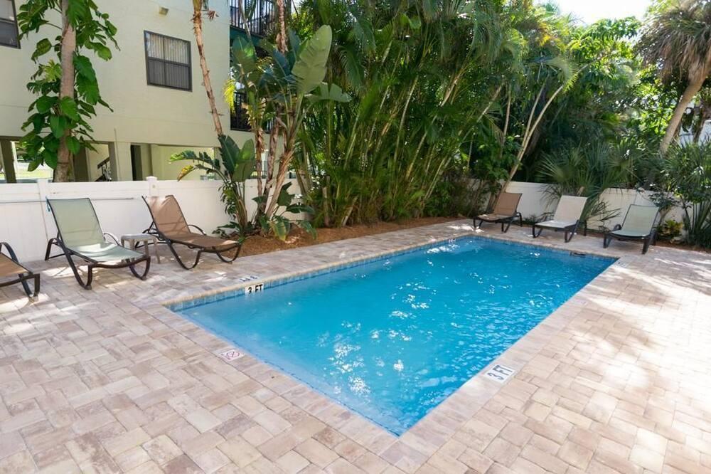 Soukromý byt, 2 ložnice, kuchyně - Venkovní bazén