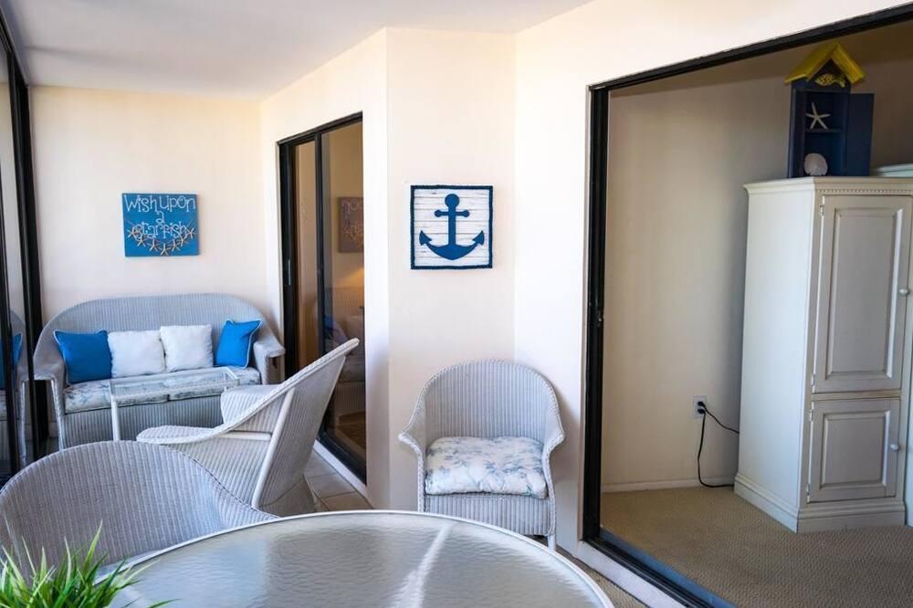 شقة - غرفتا نوم - بمطبخ - على الشاطئ - شُرفة