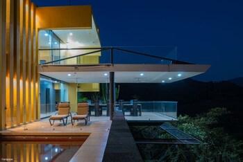Foto Casa Ave del Risco (Villa con río y cascada al interior) di Colima