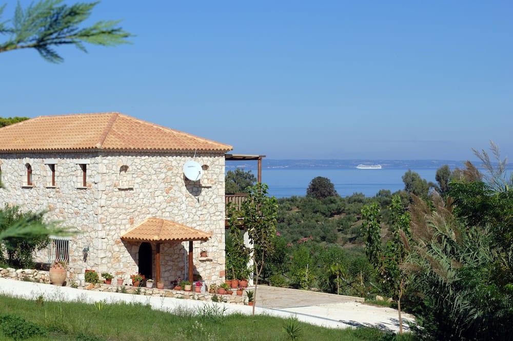 Myrties stone houses