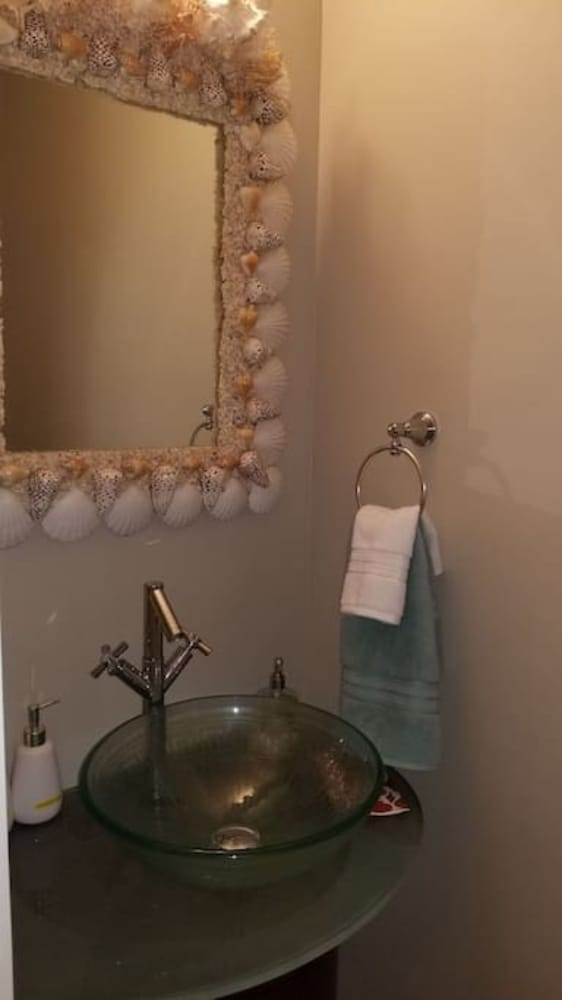 Book Poinciana w-Hot Tub-Walk to the beach in Lauderdale-by-the-Sea ...