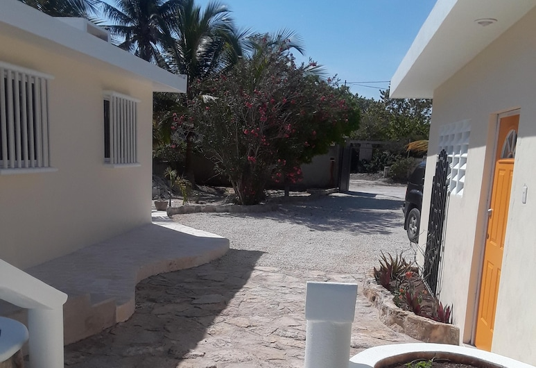 Beautiful Home on the Beach, Plus Private Casita and a Pool. All Yours to Enjoy!, Progreso