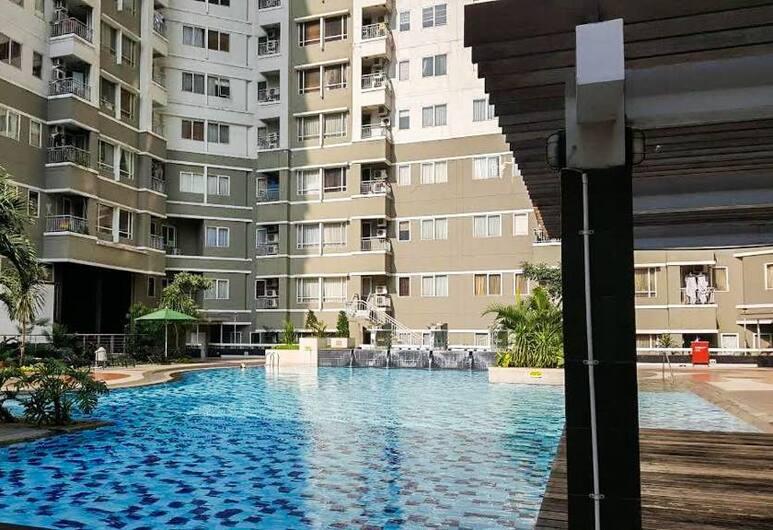 1 Bedroom Sudirman Park Apartment City View by Travelio, Jakarta, Outdoor Pool