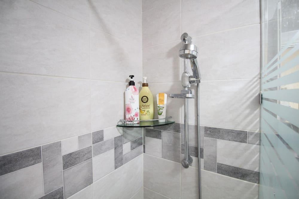 Appartement Confort, 3 chambres, cuisine, rez-de-chaussée - Salle de bain