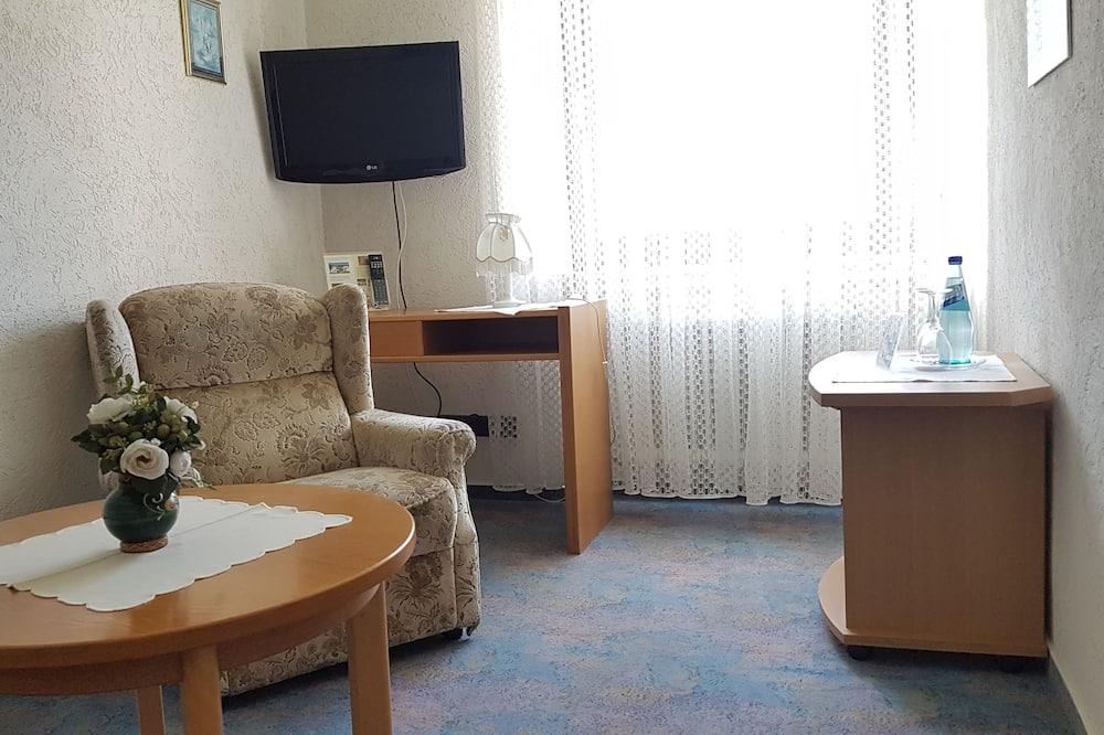 Basic-Doppel- oder -Zweibettzimmer - Wohnbereich