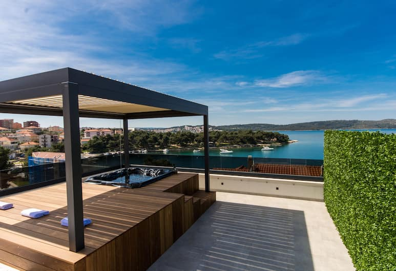 Luxury Apartments Royal M with Pool, Trogir