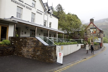 Picture of Saracens Head Hotel in Caernarfon