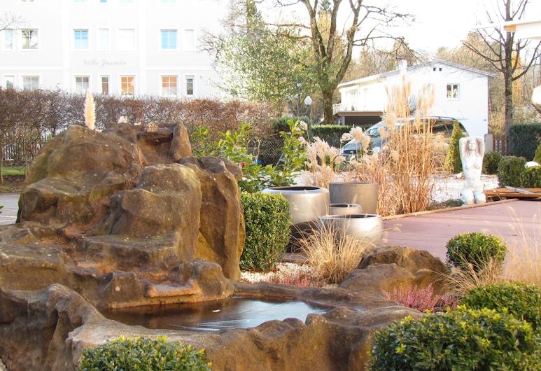 Hotel Almrausch, Bad Reichenhall, Jardín