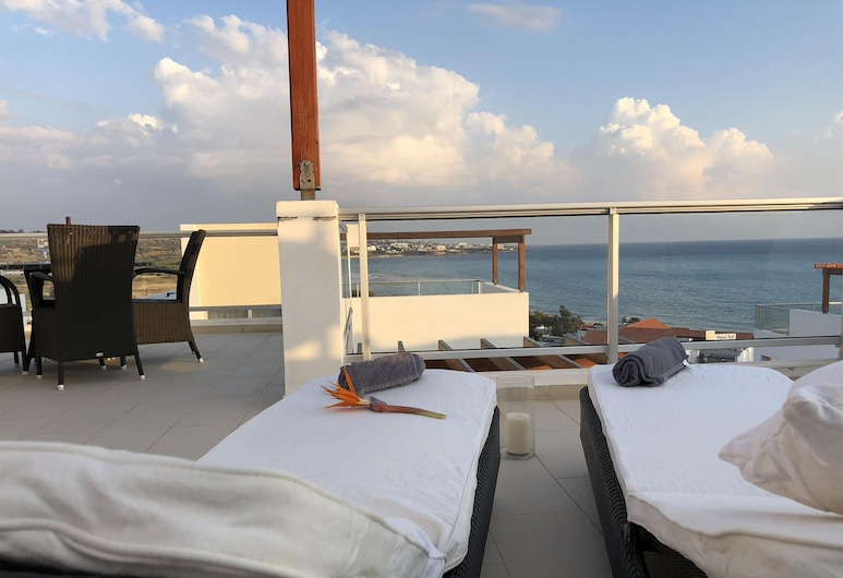 Villa With 3 Bedrooms in Peyia, With Wonderful sea View, Private Pool, Enclosed Garden, Pegija, Terase/iekšējais pagalms
