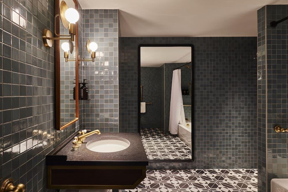 Suite Studio Ville, 1 très grand lit - Salle de bain