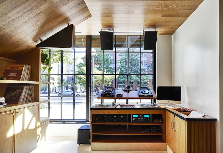 Eaton DC, Washington, Living Room