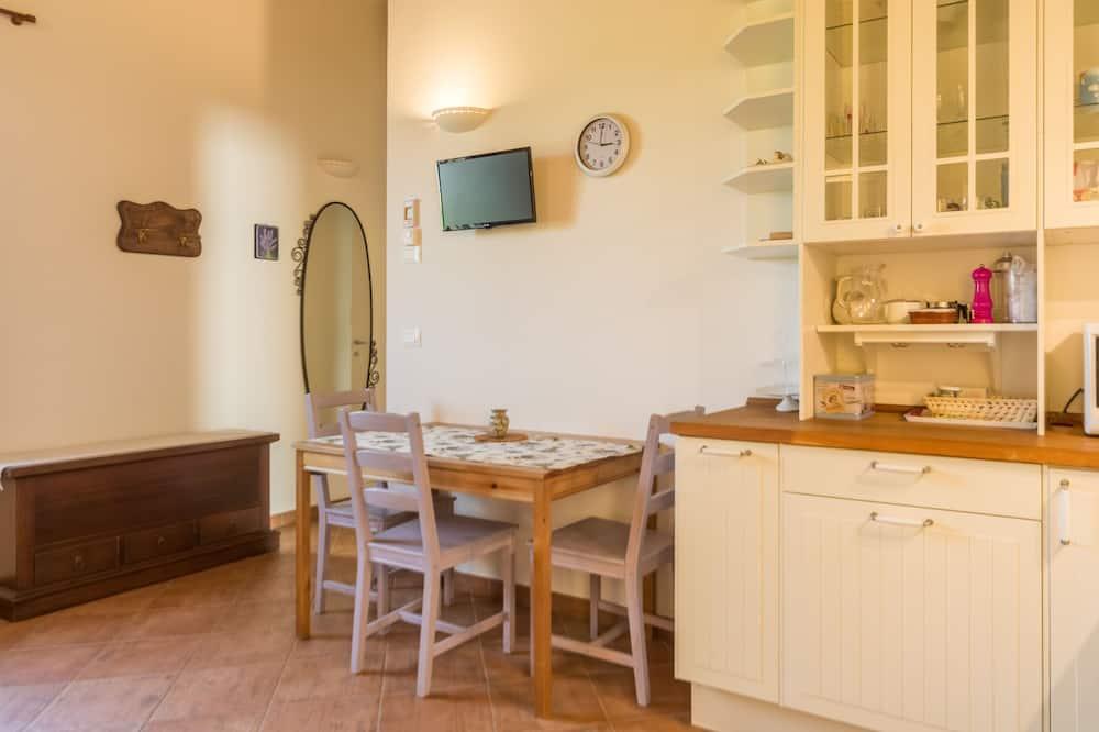 Studija, 1 labai didelė dvigulė lova, atskiras vonios kambarys, vaizdas į sodą - Vakarienės kambaryje