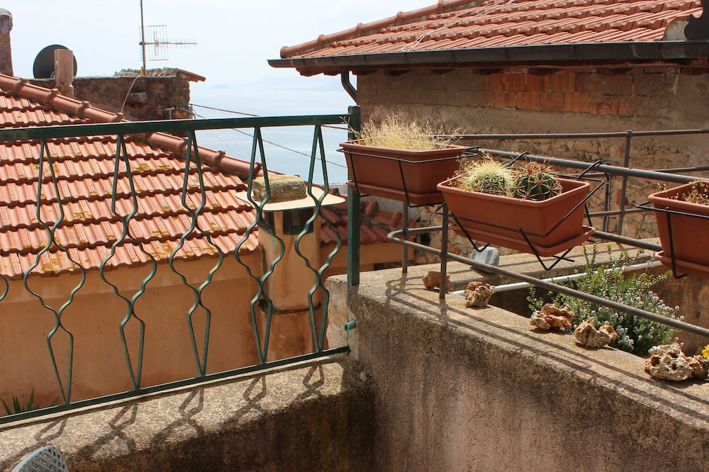 Classic Δίκλινο Δωμάτιο (Double), 1 Queen Κρεβάτι, Μπαλκόνι, Μερική Θέα στη Θάλασσα - Μπαλκόνι