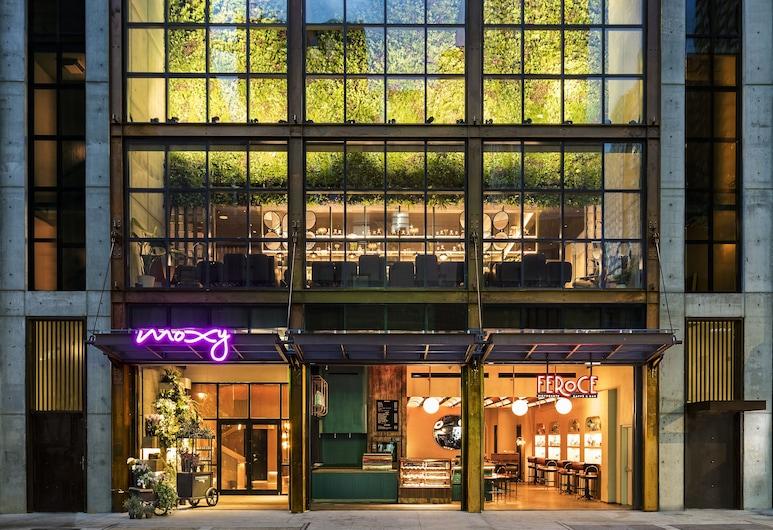 Moxy NYC Chelsea, New York, Hotel Front