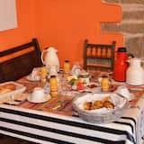 Traditional-Doppelzimmer (Breizh 1) - Essbereich im Zimmer