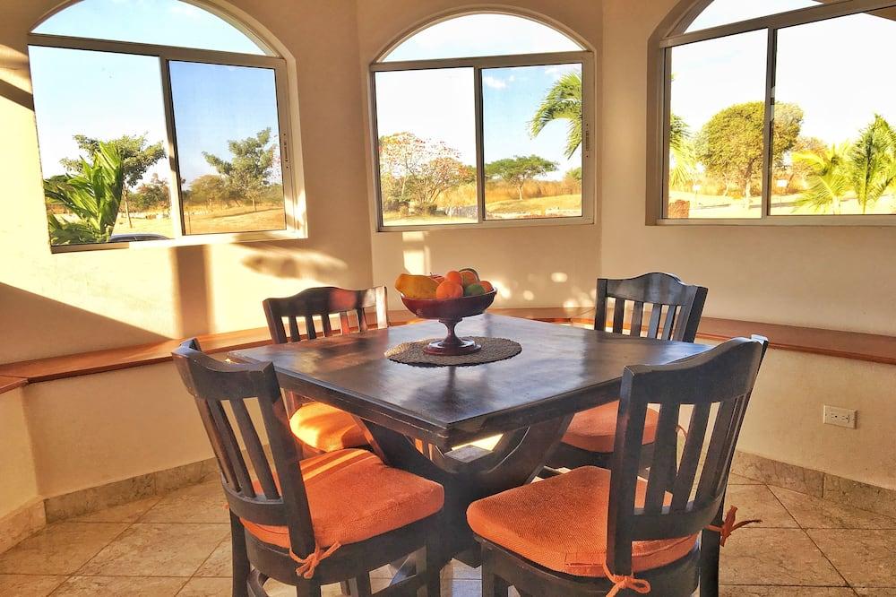 Casa Deluxe, varias habitaciones - Servicio de comidas en la habitación