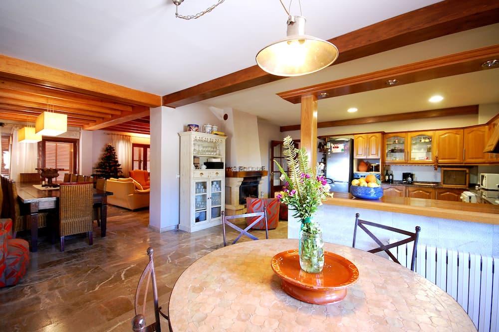 Villa, Multiple Bedrooms - Living Area