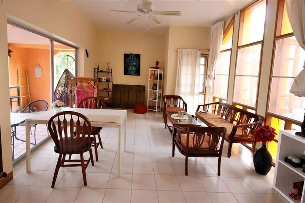 3-Bedroom Villa - Living Area