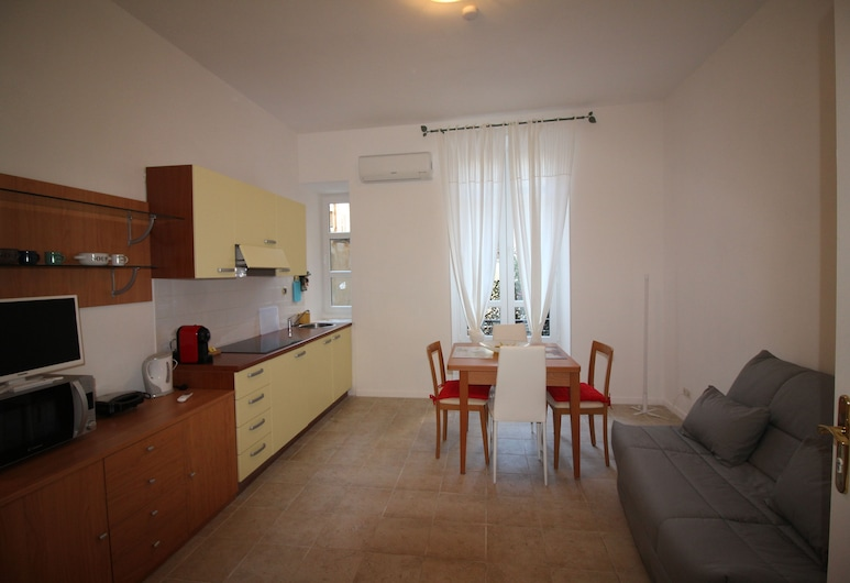 Nice Booking - FRANCE Carré d'Or - Plage, Nice, Apartment, 1 Double Bed with Sofa bed, Living Area