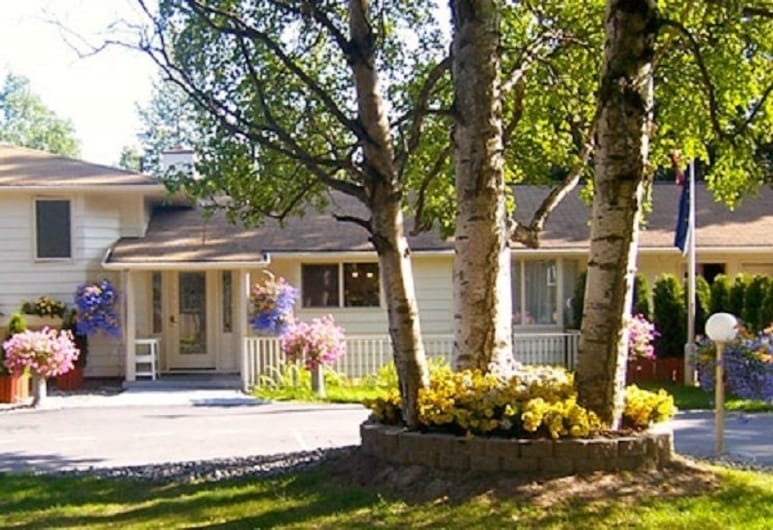 Deal's Bed & Breakfast Inn, Anchorage, Hotel Front