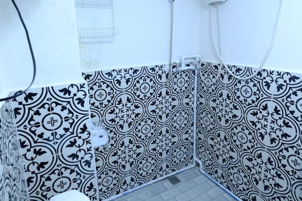 Standard Double Room with Shared Bathroom - Salle de bain
