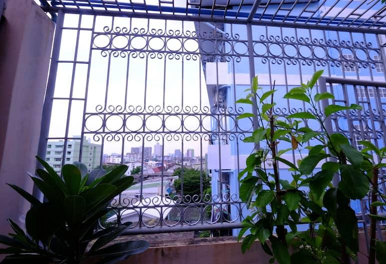 42 Guesthouse, Bangkok, Terrasse/veranda
