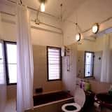 Single Room with Shared Bathroom - 浴室