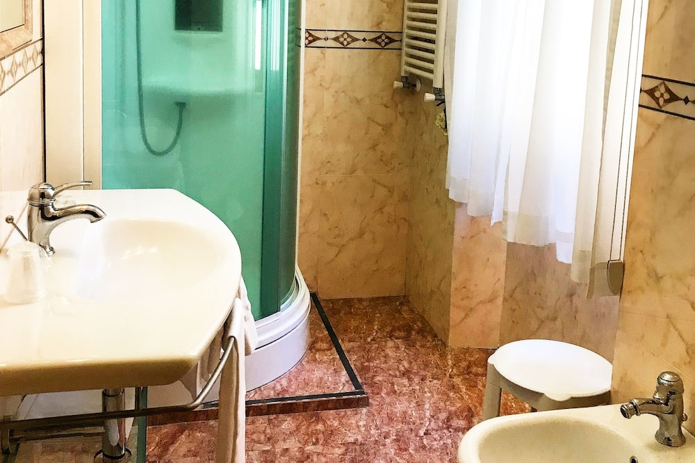 Pagerinto tipo kambarys, 1 miegamasis, Nerūkantiesiems - Vonios kambarys